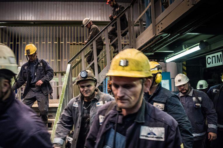Mijnwerkers verlaten een mijn in Norilsk. De mannen krijgen een uitzondering op de verhoging van de pensioensleeftijd.  Beeld Sergey Ponomarev