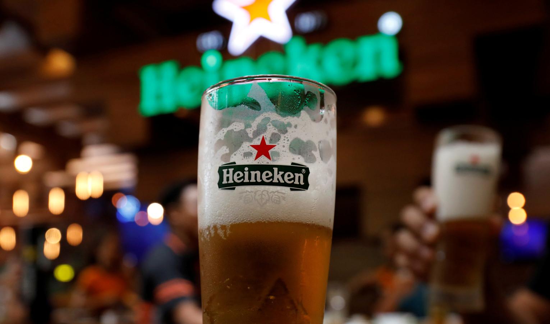 Een glas Heinekenbier in een restaurant in de Vietnamese hoofdstad Hanoi.