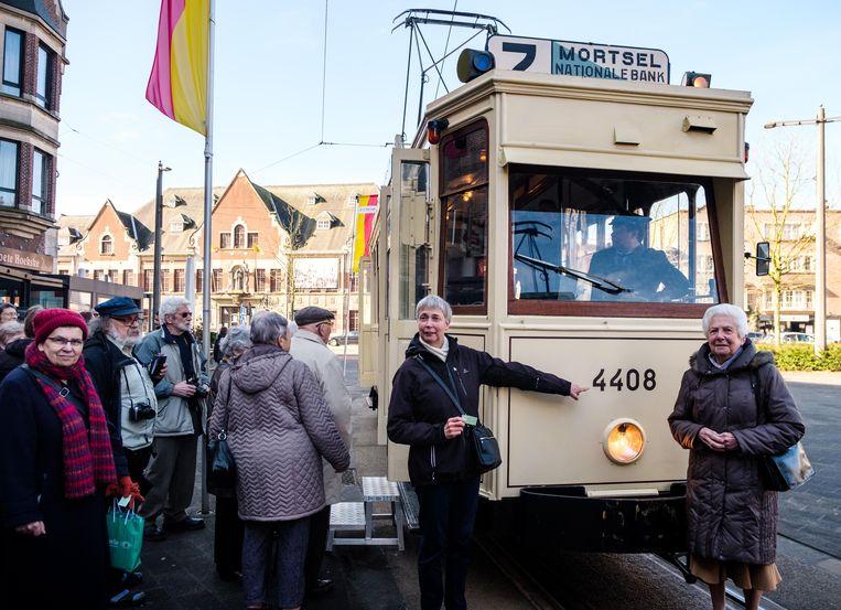 Tram 7 is de oudste tram van Mortsel, bij de 75ste herdenking van het 5 april-bombardement tijdens WOII, kon een oud tramstel het traject nog een laatste keer doen.