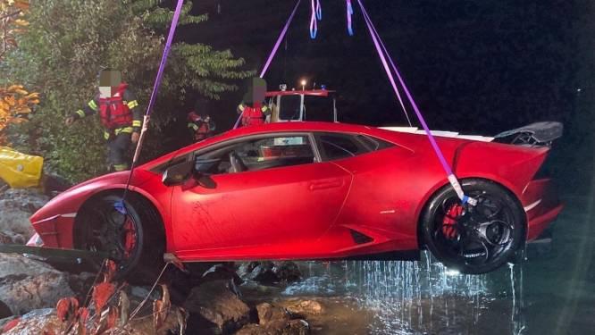 Lamborghini van 300.000 euro belandt in meer na foutje van bestuurder