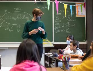 """Sofie (28) richt herhalingscursussen op voor kinderen: """"Waar ze leerstof spelenderwijs herhalen en corona even vergeten"""""""