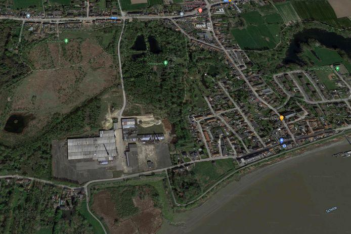 De site van de steenbakkerij ligt tussen de Kapelstraat en Warandestraat en grenst tegen de dorpskom van Steendorp.