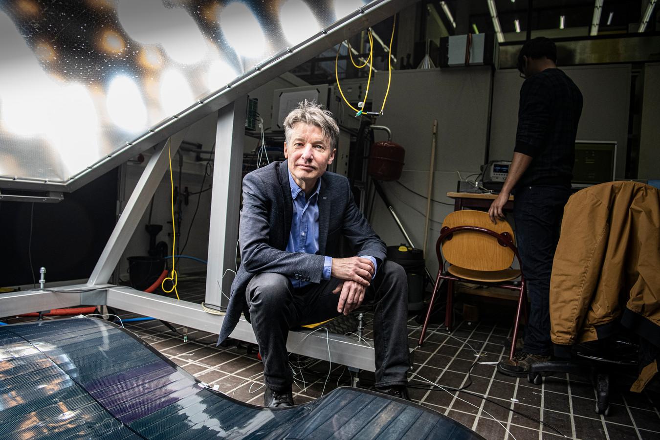 """Hoogleraar David Smeulders spreekt woensdagavond op het Nijmeegse stadhuis over de energietransitie. ,,De stad moet niet rigoureus van het gas af."""""""
