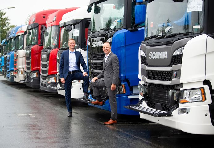 Bij managing director voor de Scania-vestiging in Zwolle Johan Uhlin (links) en zijn managing director Scania Nederland Janko van der Baan 'overheersen positie gevoelens' als zij de balans van zes maanden coronacrisis opmaken.