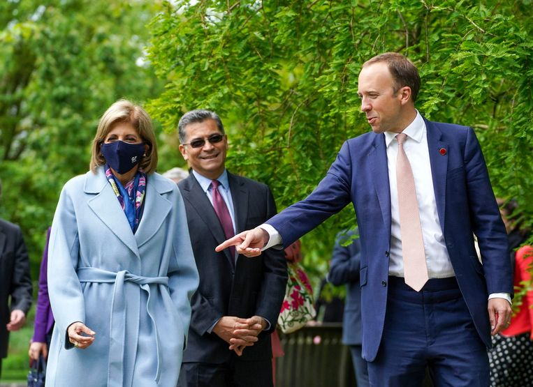 De Britse minister van Gezondheid Matt Hancock (r.) met EU-gezondheidscommissaris Stella Kyriakides en VS-staatssecretaris Xavier Becerra in de Oxford Botanic Gardens na de G7-vergadering. Beeld AFP