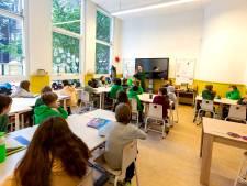 Amsterdamse aanpak tegen Haags lerarentekort: geef ze een bonus en voorrang op huurhuizen