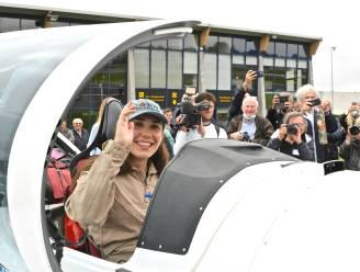 """Ze is vertrokken! Zara (19) wil jongste vrouwelijke piloot ooit worden die solo rond de wereld vliegt: """"Nerveus maar enorm blij te kunnen vertrekken"""""""