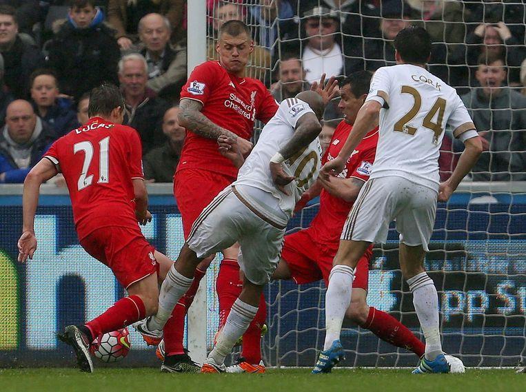 Andre Ayew scoort voor Swansea. Beeld afp