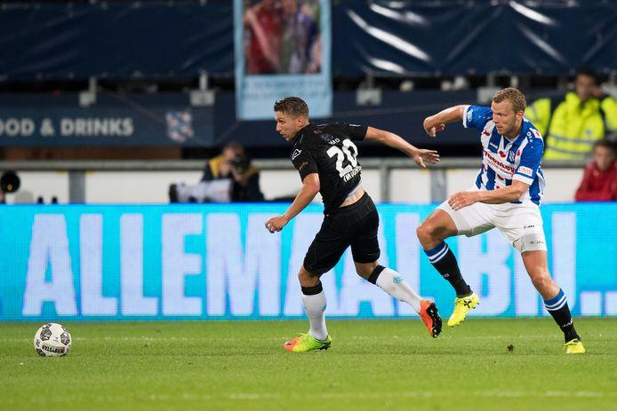 Henk Veerman (r) bij de wedstrijd van Heerenveen afgelopen zaterdag tegen Heracles met Peter van Ooijen.