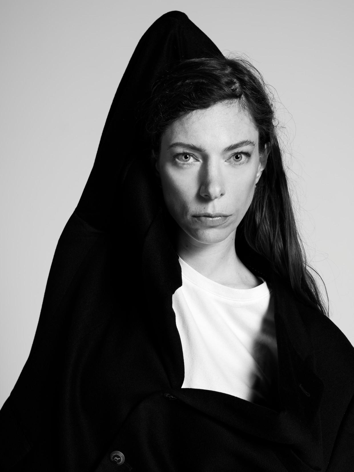 Hanna Bervoets: ''Chronisch ziek zijn is geen verhaal. Het is een zure toestand en that's it.' Beeld Robin De Puy