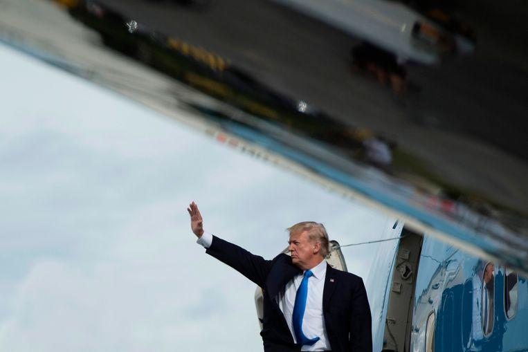 De Amerikaanse president Donald Trump vlak voor zijn vertrek uit Azië. Beeld AFP