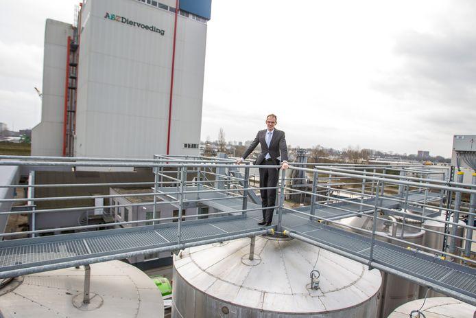 Directeur Marcel Roordink van ABZ Diervoeding bij de fabriek aan de Hastelweg in Eindhoven
