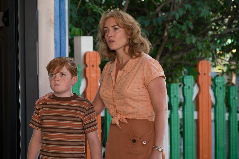 Kate Winslet en Jack Gore in 'Wonder Wheel'. Beeld rv