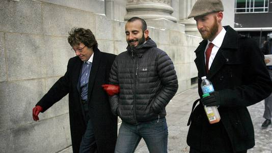 Drie homoseksuele koppels spanden de rechtszaak aan tegen de staat Utah. Een van koppels, Moudi Sbeity (midden) en Derek Kitchen (rechts), arriveert bij het gerechtsgebouw in Salt Lake City.