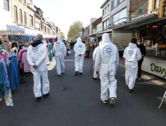 """Red Onze Kleiputten houdt actie op wekelijkse markt: """"Asbeststort moet meteen worden afgedekt"""""""