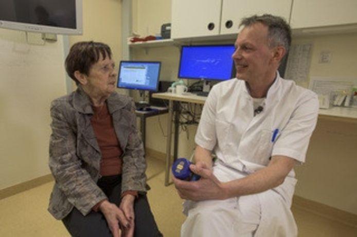 Dankzij de 'wonderhoning' van dokter Robert Laheij genas Annie Liebregts van haar chronische darminfectie