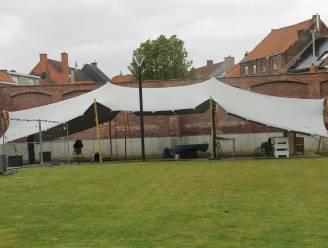 Kunstacademie krijgt buitenauditorium in tent op binnenplein stadhuis