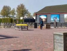 Zeeuwse badplaatsen veranderd in spooksteden, met enkele verbaasde toeristen: 'Ik blijf tot de laatste minuut'