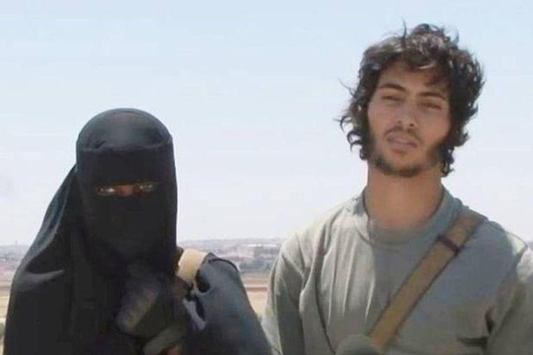 Khadijah (vermoedelijk 24 jaar) met haar Turks-Zweedse man, die zich Abu Bakr noemt. Hij zou intussen omgekomen zijn