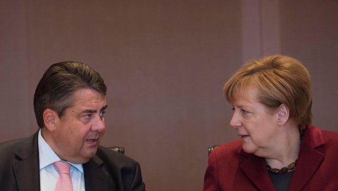 Sigmar Gabriel et Angela Merkel, le 19 octobre 2016 à Berlin.