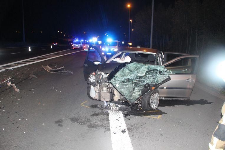 De Renault Clio knalde op een politiecombi. Beeld LSI
