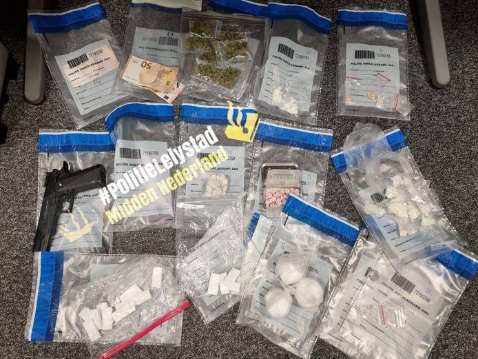 Een deel van de drugs die door de politie in beslag is genomen.
