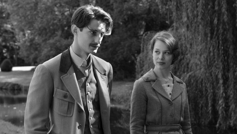 Pierre Niney en Paula Beer als Adrien Rivoire en Anna. Beeld