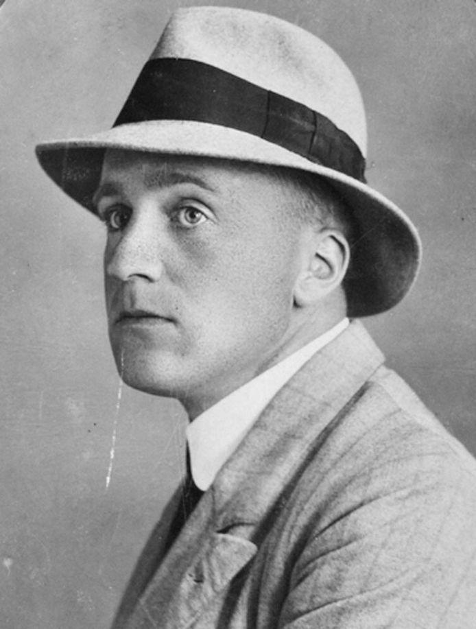 Jan Hendrik Frederik Grönloh (1882-1961), alias Nescio. Deze foto is van 28 juli 1917.