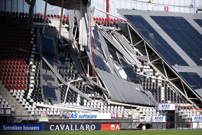 Het ingestorte dak van het AZ stadion.