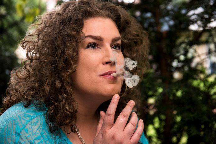 Peggy de Klerk (36) uit Breda heeft deze week haar laatste zak door HiBO vergoede medicinale cannabis ontvangen.