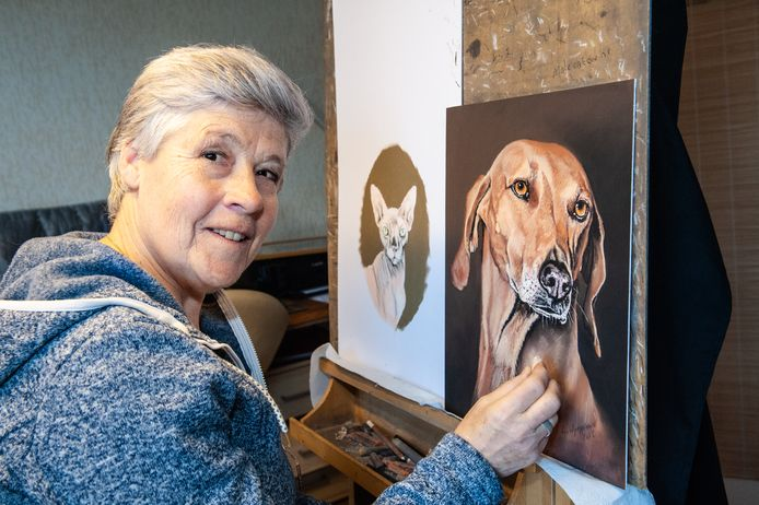 Nel van Wijngaarden heeft zich het tekenen zelf aangeleerd en dit doet zij al dertig jaar. Haar portretten van dieren hangen inmiddels over de hele wereld en de aanvragen blijven binnenstromen.