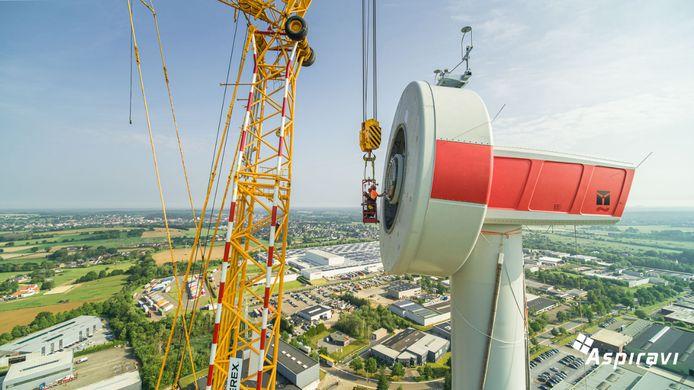 De bouw van de windturbine bij Harol is volop aan de gang.