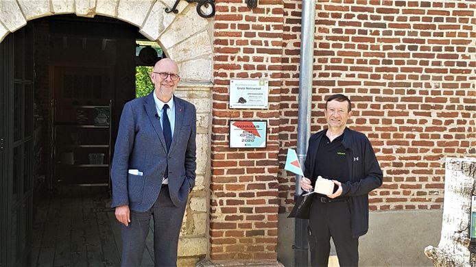 Marc Verachtert, voorzitter van Natuurpunt Geel-Meerhout, nam de Erfgoedprijs in ontvangst uit handen van gedeputeerde Luk Lemmens.