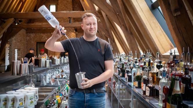 """Uniek in België. Mechelse Bartender School leert je goochelen met flessen zoals Tom Cruise: """"Het is meer dan een hele dag zuipen"""""""