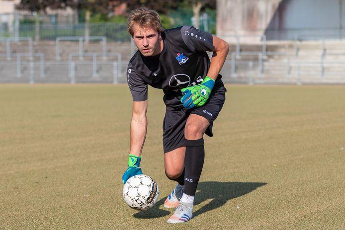Simon Van Brussel pakte met Ronse vorige week de eerste winst van het seizoen. Om de drie tegendoelpunten kon hij minder lachen, maar hij hoopt met zijn ploeg de lijn van de overwinningen in de derby tegen Oudenaarde te kunnen doortrekken.