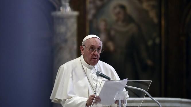 Paus drukt voor allereerste keer steun uit voor samenlevingscontracten tussen holebi's