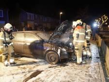 Auto brandt uit in Oudheusden, oorzaak van brand is onbekend