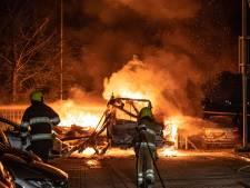 Camper in lichterlaaie in Nijmegen, voertuig brandt compleet uit
