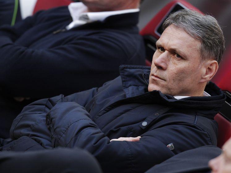 Van Basten hekelt tijdrekken: 'Moet voetbal blijven bewaken'