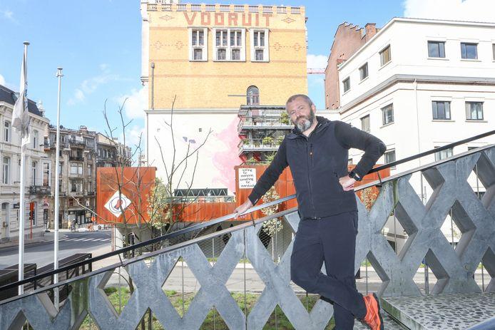 Olivier Tjon (53) organiseerde een kwarteeuw lang de bekende fuiven Poplife en Goodlife. Hij verkocht de Vooruit tientallen keren uit.