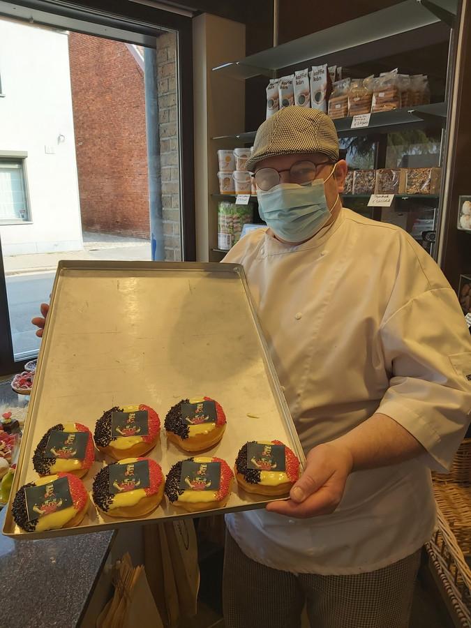 De gepersonaliseerde donuts gaan vlot over de toonbank bij Bakker Gerry.