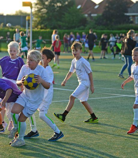 Schoolkorfbal blijkt mateloos populair in Almelo