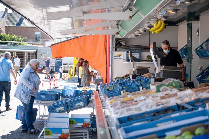 Archiefbeeld van de wekelijkse maandagmarkt in Heist, die deels op het Cultuurplein plaatsvindt