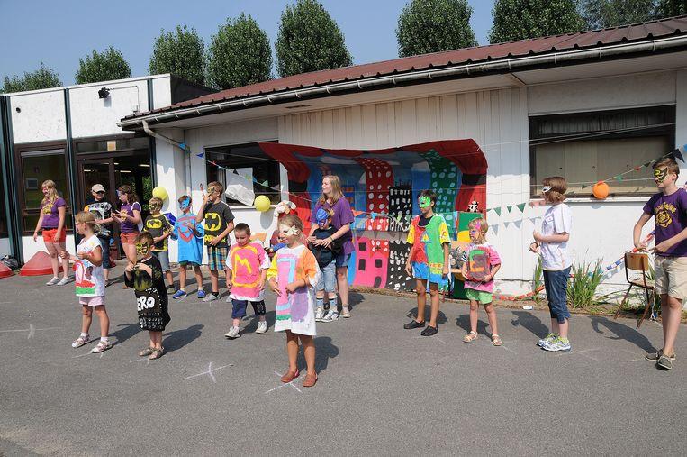 Speelpleinwerking Babbeloe heeft een lange traditie in Tielt. Hierboven een sfeerbeeldje van het afsluitmoment van de werking in de zomer van 2013.