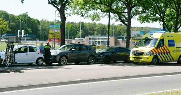 Vier autos betrokken bij kettingbotsing in Enschede.