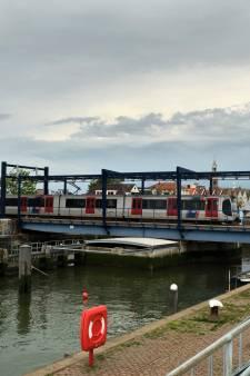 Dit is waarom gemeente Maassluis vindt dat RET ook moet meebetalen aan schade van spoorbrug