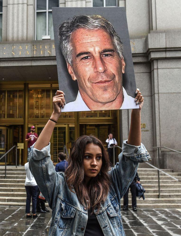 De protestgroep Hot Mess, met heel wat jonge vrouwen, nam tijdens Epsteins gevangenschap geregeld plaats aan het gerechtsgebouw van New York.