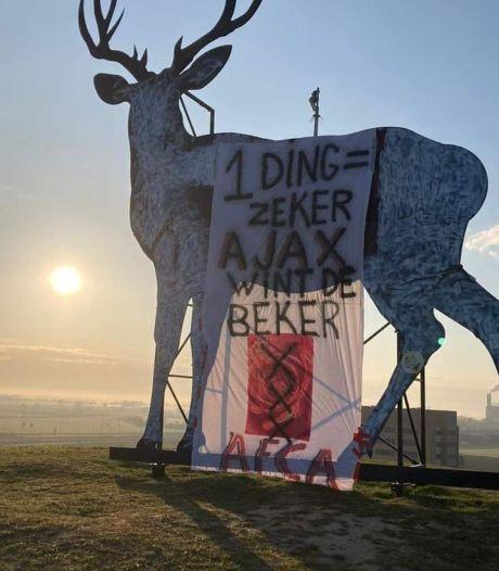 Ajax-supporters voeren actie bij Arnhems hert tegen Vitesse: '1 ding is zeker, Ajax wint de beker'
