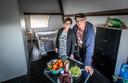 Poolse arbeidsmigranten Jan Surma en zijn vrouw Mariola in hun verblijf in Someren.