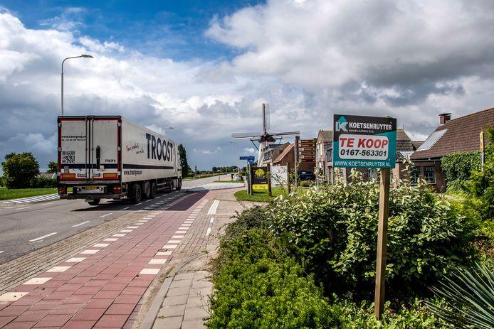 20170725 - Heense Molen - Foto: Tonny Presser/Pix4Profs - Inwoners van Heensche Molen hebben veel last van het verkeer dat langsraast.